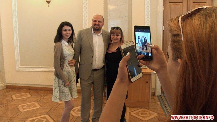 vTope 4 - Борислав Розенблат влаштував вихованцям житомирського училища-інтернату поїздку до Верховної Ради