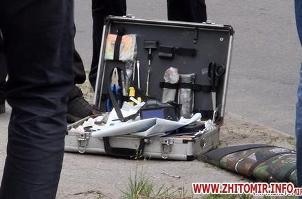 2017 06 16zbroaj vokzal 3 w440 h290 - Біля вокзалу в Житомирі поліція затримала чоловіка і вилучила зброю