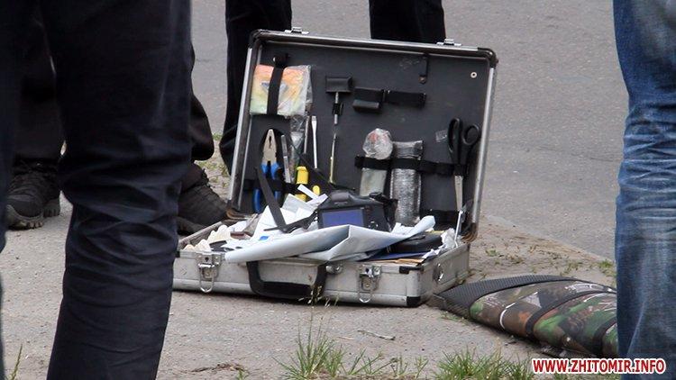 zbroaj vokzal 3 - Біля вокзалу в Житомирі поліція затримала чоловіка і вилучила зброю