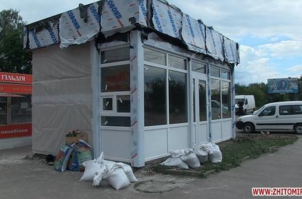 2017 06 19Mafi kvitochki 2 w440 h290 - Робоча група ухвалила рішення щодо скандального МАФу на Чуднівській у Житомирі