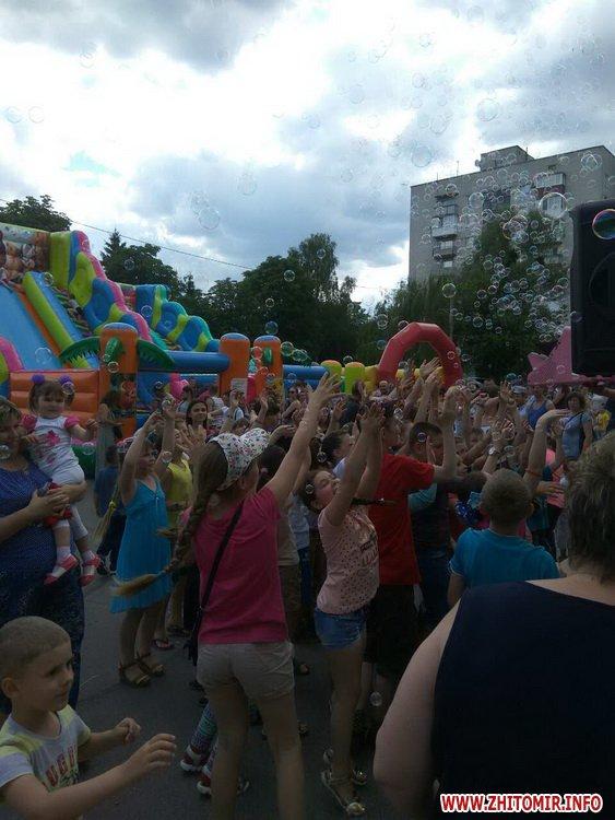 Femily Fest 01 - З розвагами та подарунками у Житомирі відбувся «Family fest»