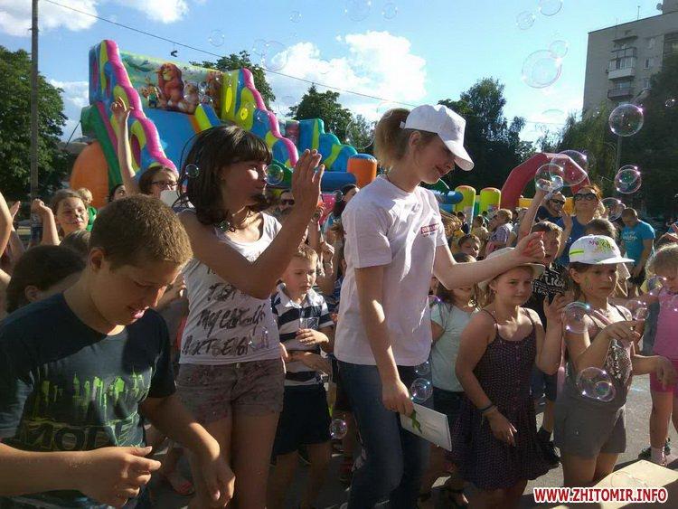 Femily Fest 03 - З розвагами та подарунками у Житомирі відбувся «Family fest»