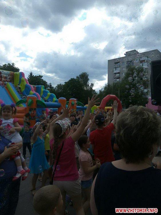 Femily Fest 05 - З розвагами та подарунками у Житомирі відбувся «Family fest»