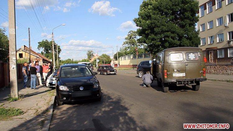 hahaO 1 - Неподалік Сінного ринку в Житомирі у ДТП потрапив автомобіль спецкомбінату, а на Корольова – два легковики
