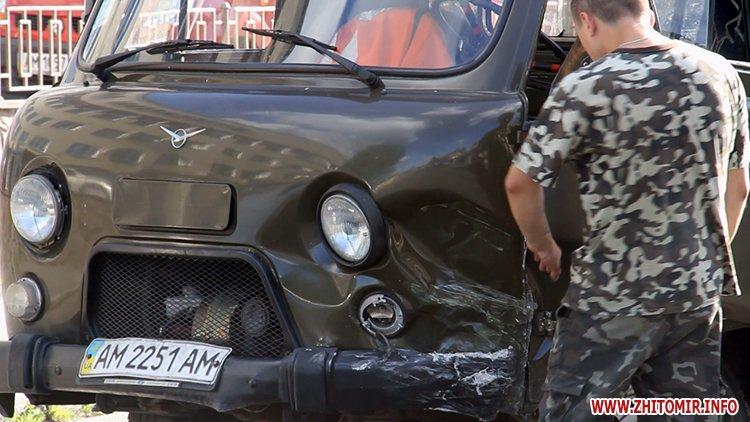 hahaO 2 - Неподалік Сінного ринку в Житомирі у ДТП потрапив автомобіль спецкомбінату, а на Корольова – два легковики