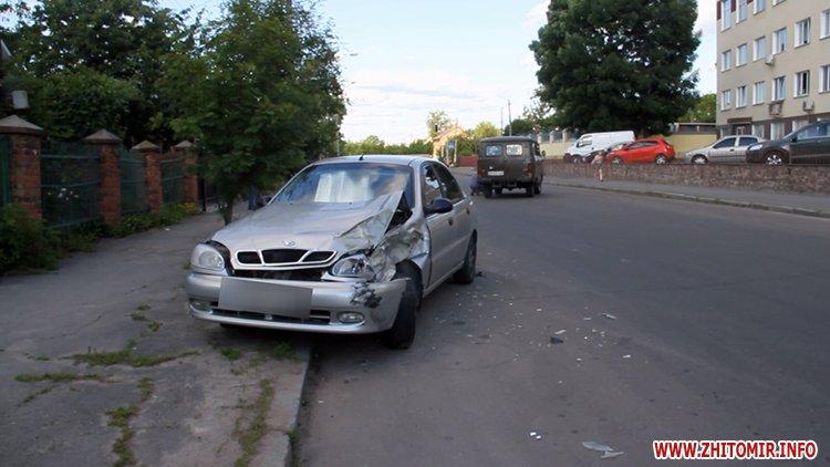 hahaO 5 - Неподалік Сінного ринку в Житомирі у ДТП потрапив автомобіль спецкомбінату, а на Корольова – два легковики