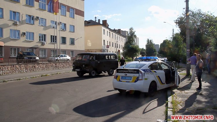 hahaO 6 - Неподалік Сінного ринку в Житомирі у ДТП потрапив автомобіль спецкомбінату, а на Корольова – два легковики
