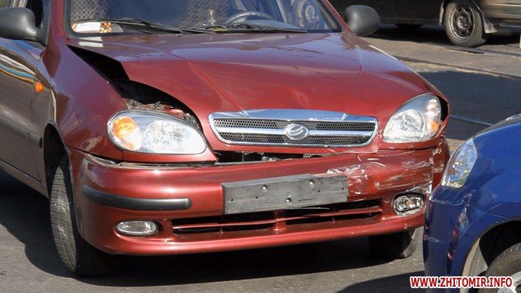 iavTo 1 - Неподалік Сінного ринку в Житомирі у ДТП потрапив автомобіль спецкомбінату, а на Корольова – два легковики