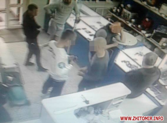 19260389 684790301727958 2639431529927445874 n - Поліція затримала парубків, які у Житомирі побили та пограбували журналіста (доповнено)