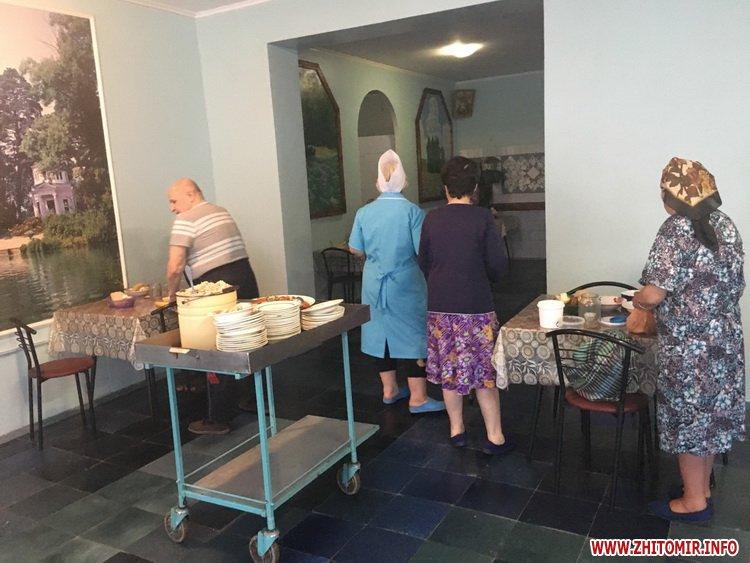 00azerbajdzanZ 5 - Азербайджанська діаспора влаштувала святковий обід в домі престарілих