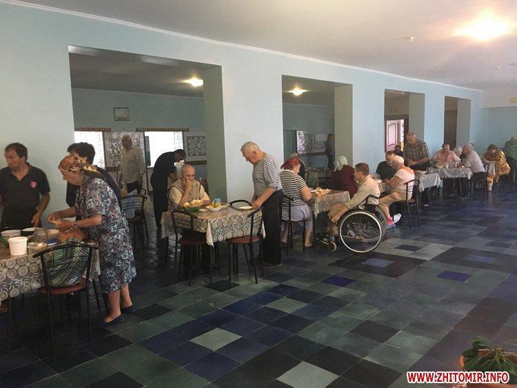 00azerbajdzanZ 6 - Азербайджанська діаспора влаштувала святковий обід в домі престарілих