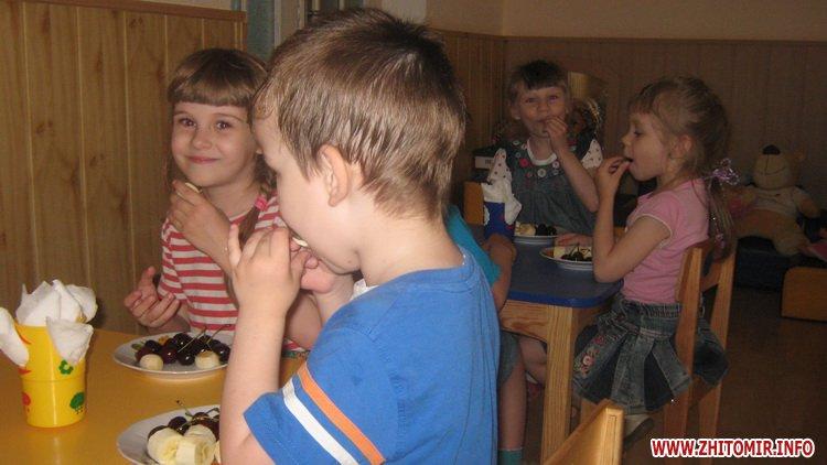 00azerbajdzanZ 8 - Азербайджанська діаспора влаштувала святковий обід в домі престарілих