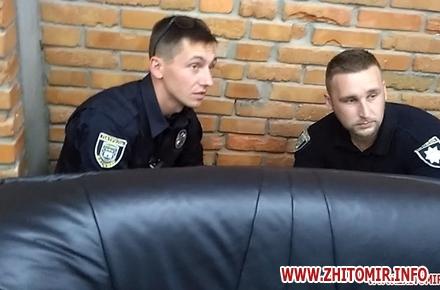2017 06 27Proslyushka roz 11 w440 h290 - Житомирська поліція вилучила підозрілий пристрій, який був у дивані в приймальні нардепа Розенблата