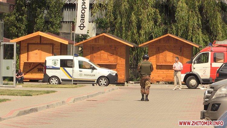 Proslyushka roz 01 - Житомирська поліція вилучила підозрілий пристрій, який був у дивані в приймальні нардепа Розенблата