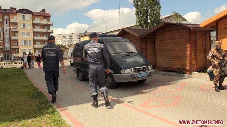Proslyushka roz 03 - Житомирська поліція вилучила підозрілий пристрій, який був у дивані в приймальні нардепа Розенблата