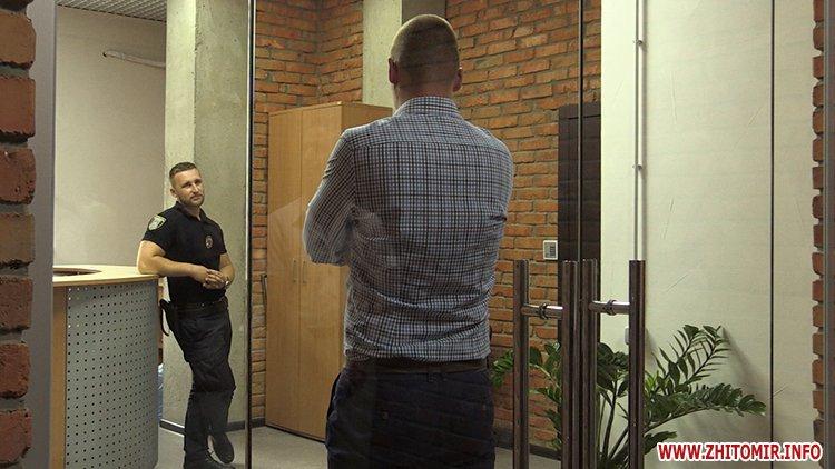 Proslyushka roz 07 - Житомирська поліція вилучила підозрілий пристрій, який був у дивані в приймальні нардепа Розенблата