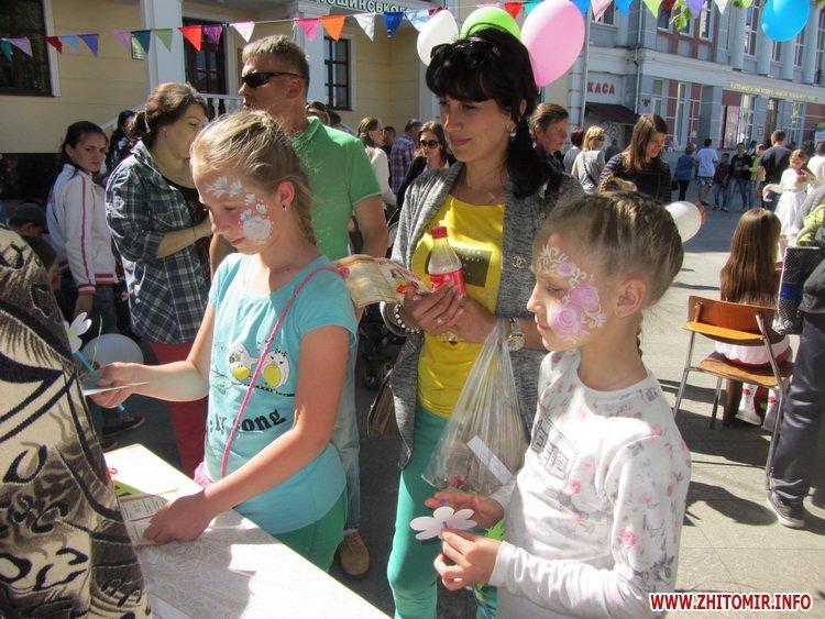 naM 06 - БО «АСЕТ» та компанія «Нові вікна» влаштували для маленьких житомирян незабутнє родинне свято