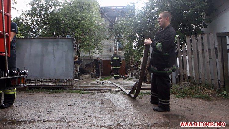 izzaMol 3 - Біля «Ліктрав» у Житомирі від удару блискавки загорівся будинок