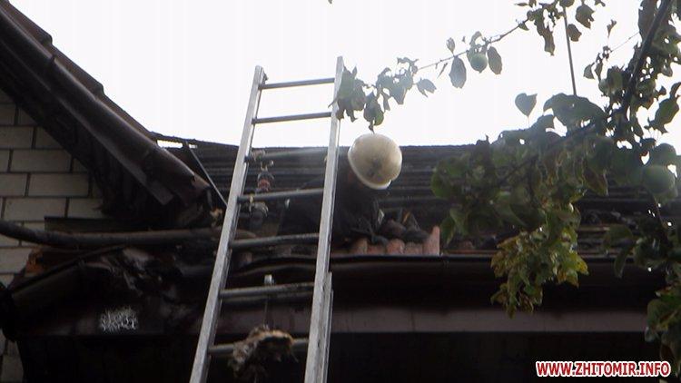 izzaMol 4 - Біля «Ліктрав» у Житомирі від удару блискавки загорівся будинок