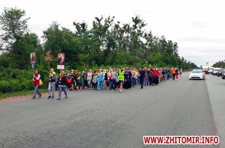 2017 07 1420170714 palomnyky3 w440 h290 - Колона паломників з усієї України йде до Бердичева, де на вихідних відзначатимуть релігійне свято