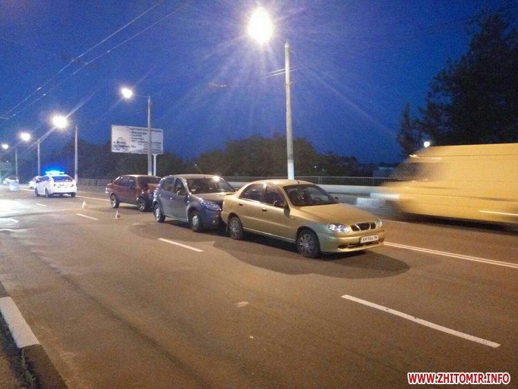 zghEWr 2 - На мосту біля житомирського автовокзалу сталася подвійна ДТП, є потерпілий