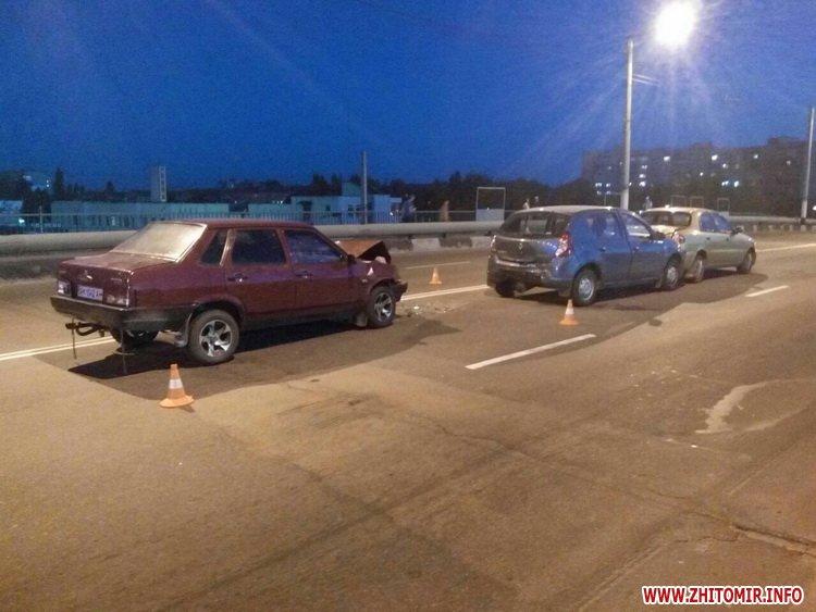 zghEWr 5 - На мосту біля житомирського автовокзалу сталася подвійна ДТП, є потерпілий
