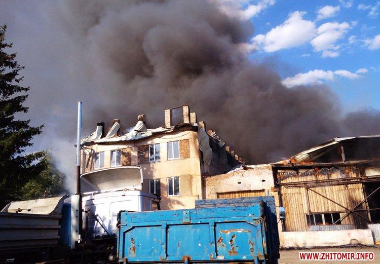 knca 2 - Через перегрівання даху в Житомирській області загорілося підприємство: гасили 19 рятувальників