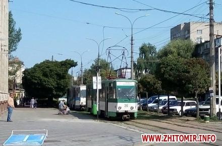 2017 08 15neE 2 w440 h290 - Трамваї й тролейбуси півгодини блокували рух у центрі Житомира