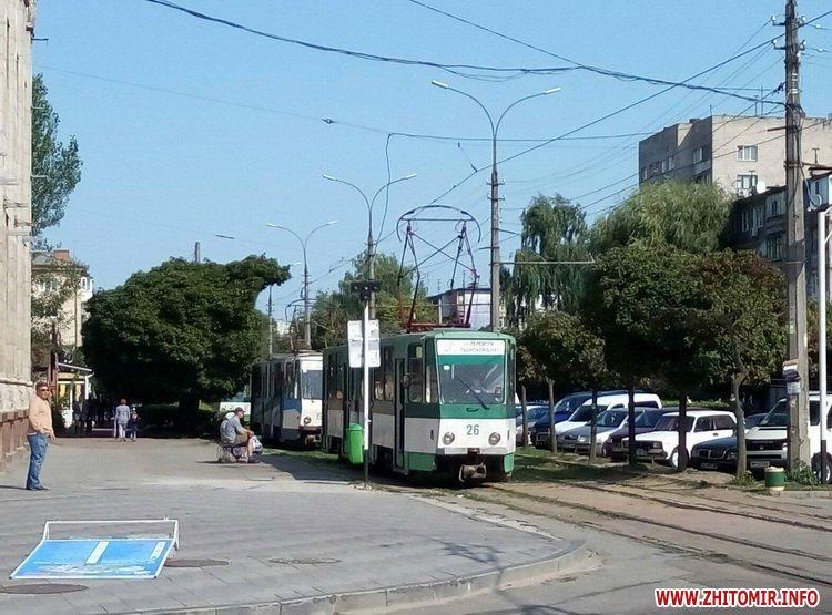 neE 2 - Трамваї й тролейбуси півгодини блокували рух у центрі Житомира