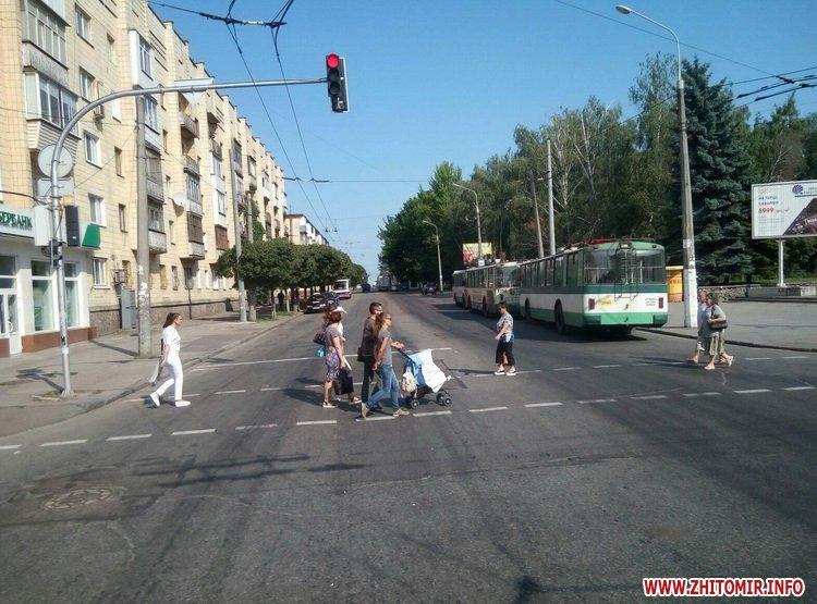 neE 3 - Трамваї й тролейбуси півгодини блокували рух у центрі Житомира