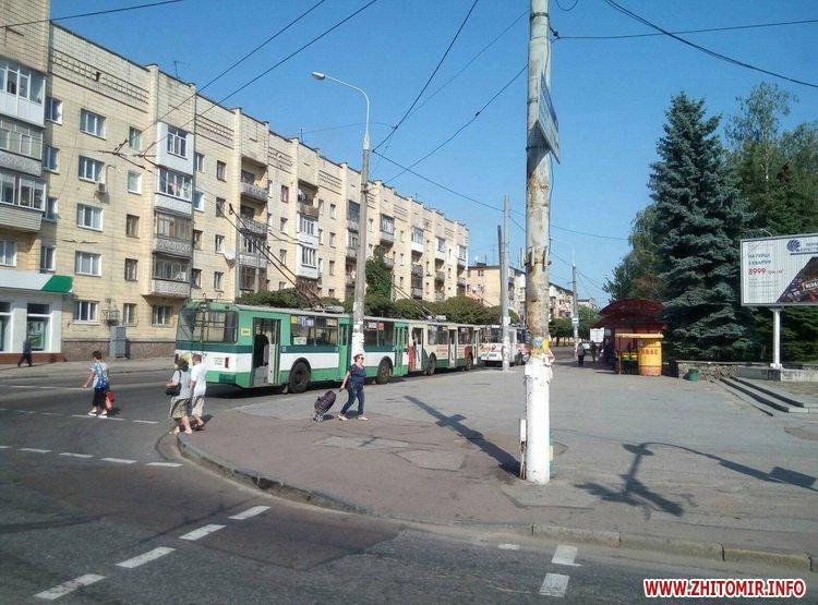 neE 4 - Трамваї й тролейбуси півгодини блокували рух у центрі Житомира