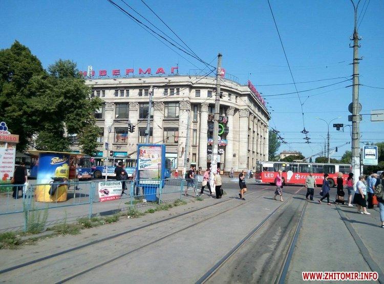 neE 5 - Трамваї й тролейбуси півгодини блокували рух у центрі Житомира