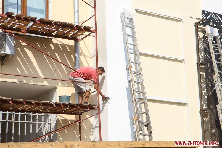 sotNeb 10 - На майдан Корольова в Житомирі привезли 8-метрові конструкції пам'ятника Небесній Сотні