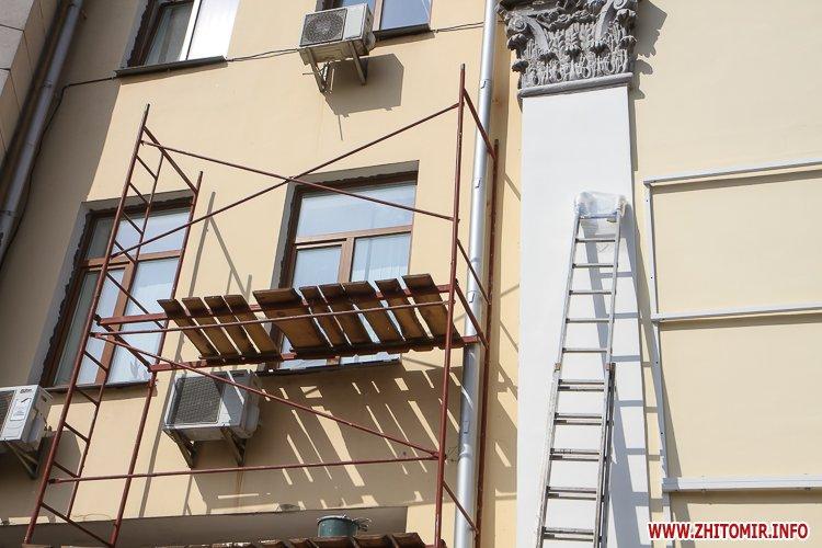 sotNeb 15 - На майдан Корольова в Житомирі привезли 8-метрові конструкції пам'ятника Небесній Сотні