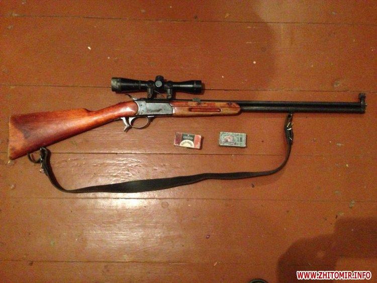 nezakonna zbroya 3 - На ринку в Житомирі поліцейські виявили у чоловіка колекцію ножів, а у жителя Радомишльського району - гвинтівку