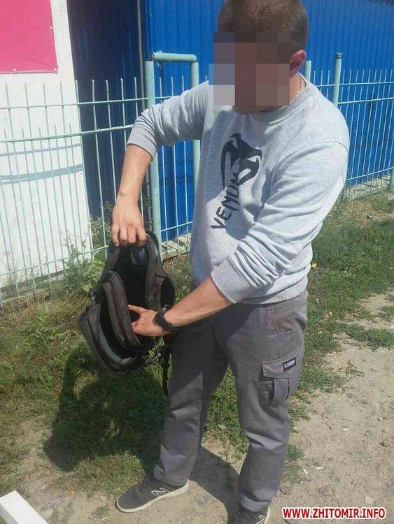 nezakonna zbroya 4 - На ринку в Житомирі поліцейські виявили у чоловіка колекцію ножів, а у жителя Радомишльського району - гвинтівку