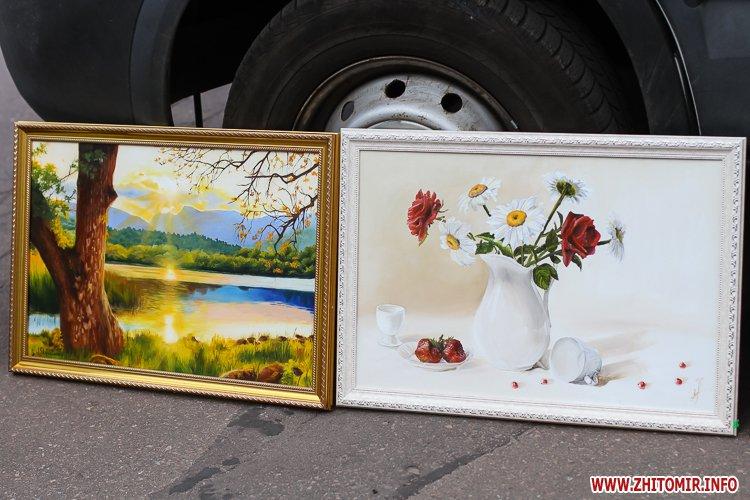 kniga miry 09 - На майдан Корольова у Житомирі привезли Картину Миру, яку малювали 10 тисяч українців