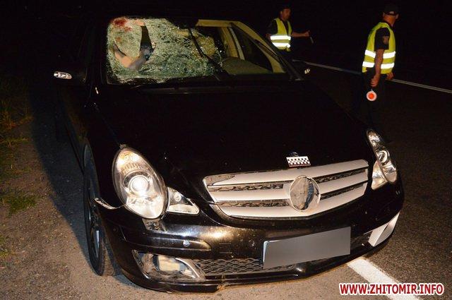 masina avaria 0002 - На Вінниччині Mercedes насмерть збив пішохода з Бердичева