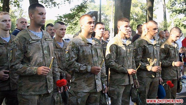 Den VDV 04 - У День ВДВ на військовому цвинтарі у Житомирі більше сотні десантників вшанували пам'ять побратимів