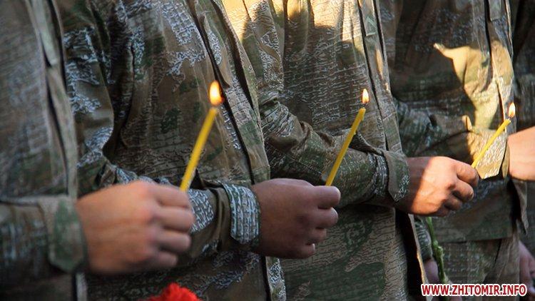 Den VDV 05 - У День ВДВ на військовому цвинтарі у Житомирі більше сотні десантників вшанували пам'ять побратимів