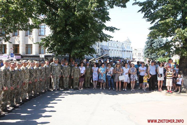 vDvDv 04 - Житомиряни в тільняшках відзначили День ВДВ у центрі міста