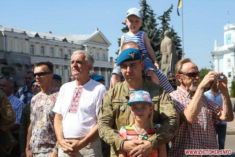 vDvDv 06 - Житомиряни в тільняшках відзначили День ВДВ у центрі міста