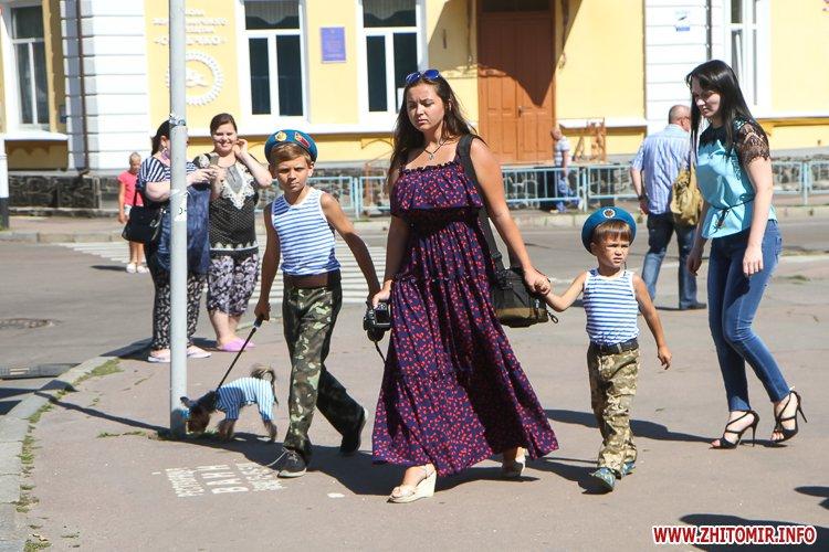 vDvDv 16 - Житомиряни в тільняшках відзначили День ВДВ у центрі міста