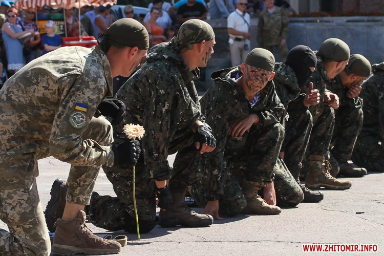 vDvDv 27 - Житомиряни в тільняшках відзначили День ВДВ у центрі міста