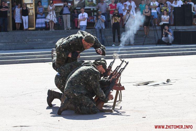 vDvDv 29 - Житомиряни в тільняшках відзначили День ВДВ у центрі міста