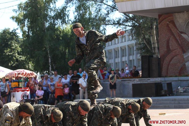 vDvDv 32 - Житомиряни в тільняшках відзначили День ВДВ у центрі міста