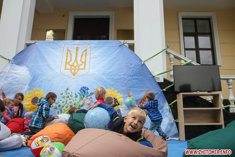 Zahodu mihailovska 11 - Як житомиряни на Михайлівській День незалежності святкують. Фоторепортаж