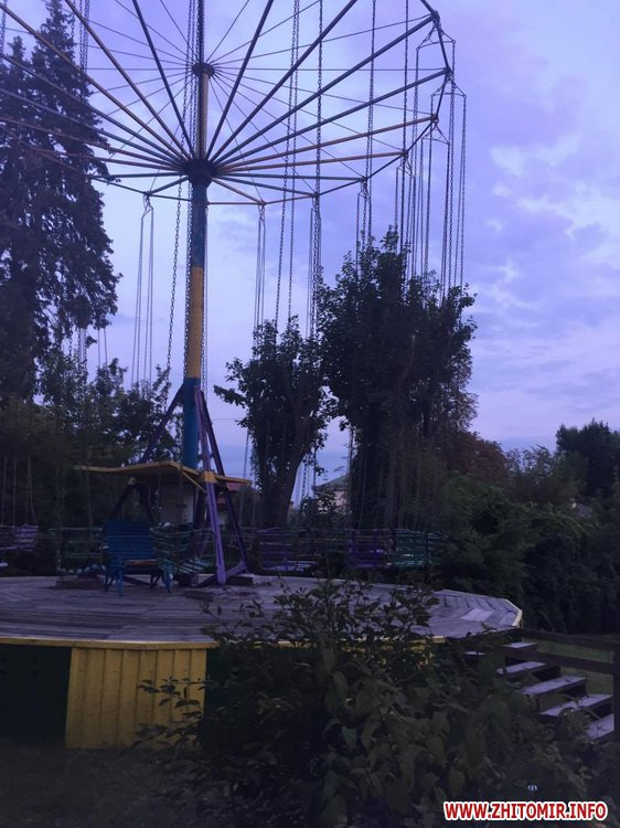kap vpa - З каруселі в житомирському парку Гагаріна випала дівчина