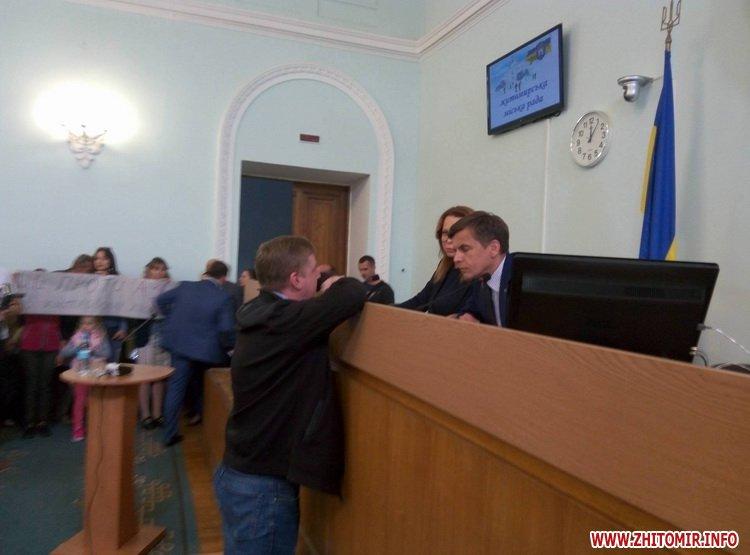 Ses pochat 6 - «Батьківщина» проігнорувала позачергову сесію Житомирської міської ради