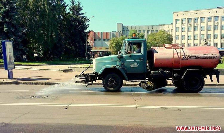 poviv vyl - Директор КП «УАШ» розповів, скільки води в спеку йде на зрошення житомирських вулиць